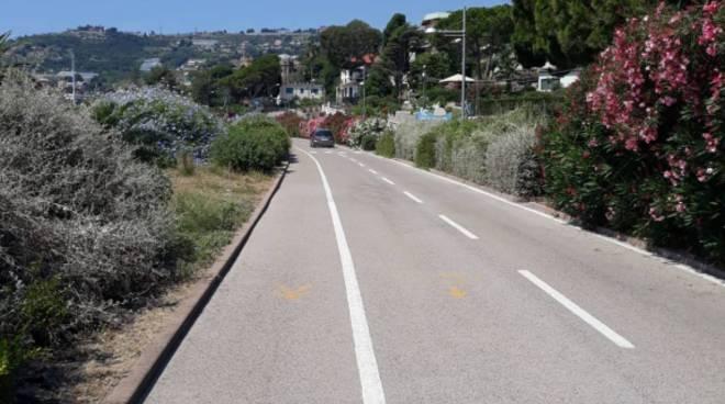 riviera24 - auto pista ciclabile