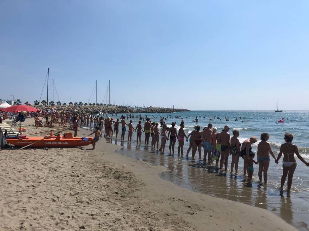 Imperia, il fotografo Settimio Benedusi alla Spiaggia d'Oro