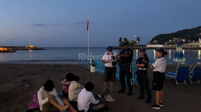 riviera24-Diano Marina spiagge vigili guardia costiera stuoia selvaggia