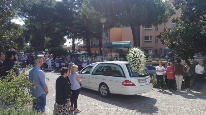 riviera24- Funerale di don Umberto Collecchia
