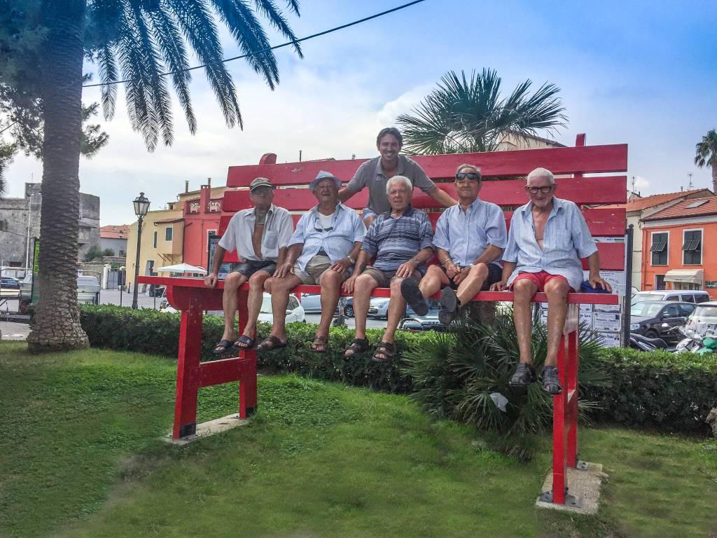 Riviera24- Panchina gigante Riva
