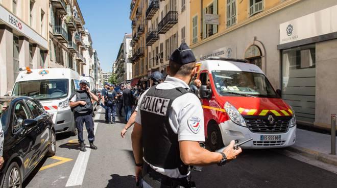 riviera24 - Police nationale polizia francese pompiers pompieri ambulanza