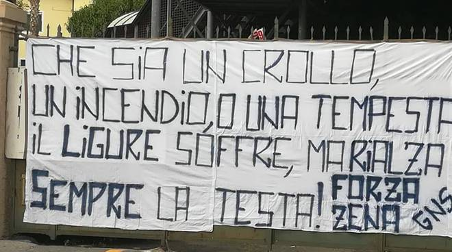 riviera24 - Tragedia di Genova, lo striscione ultras Sanremese