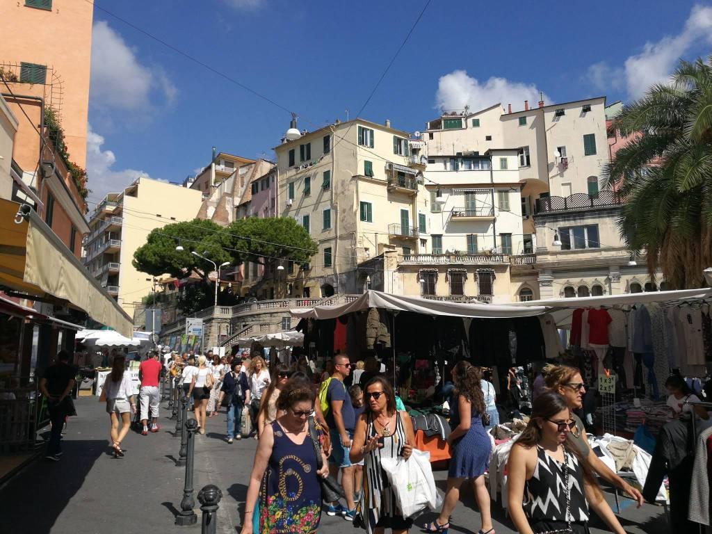 mercato piazza eroi