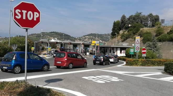 riviera24 - coda casello autostrada