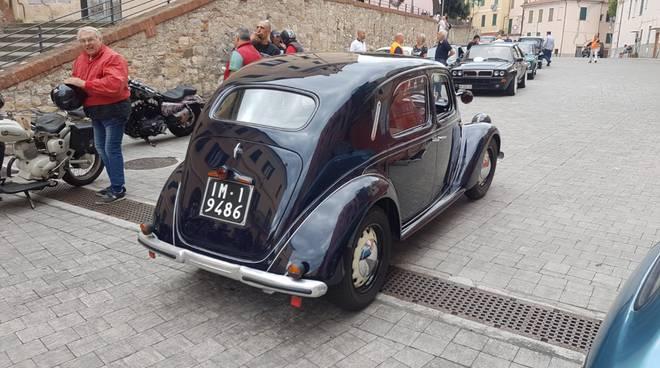 riviera24 -  Raduno di veicoli e moto d'epoca a Imperia