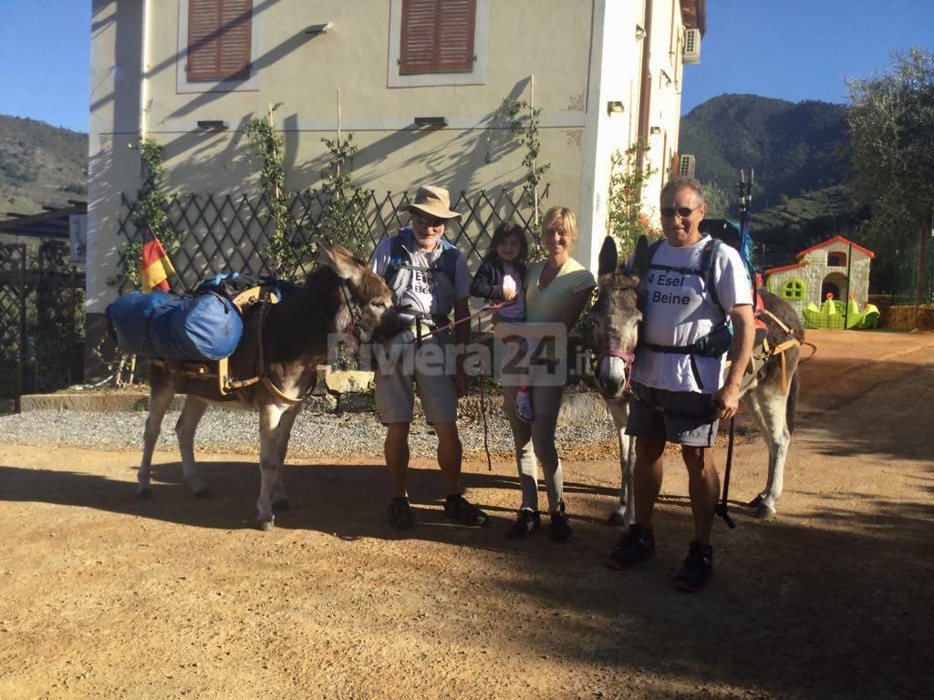 viaggiatori tedeschi con asino