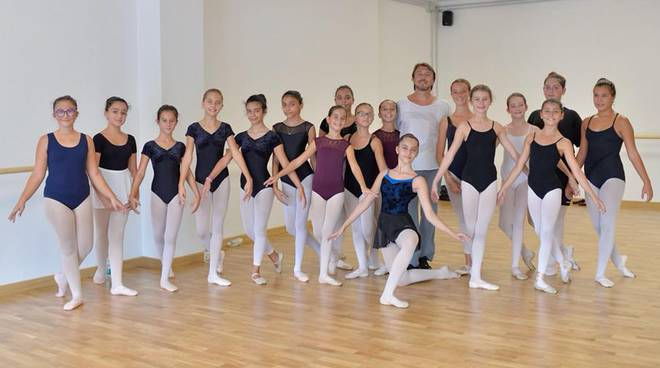 Riviera24- Dance Art Project