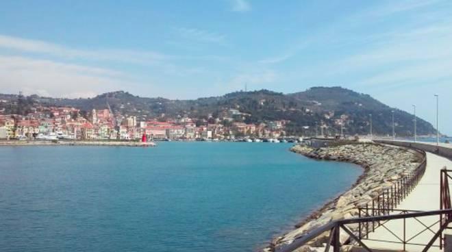 Riviera24-  molo lungo Oneglia