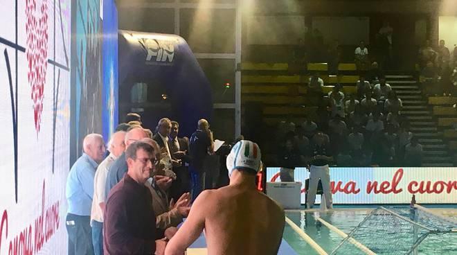 Centenario di pallanuoto maschile fin tra i premiati for Piscina chile
