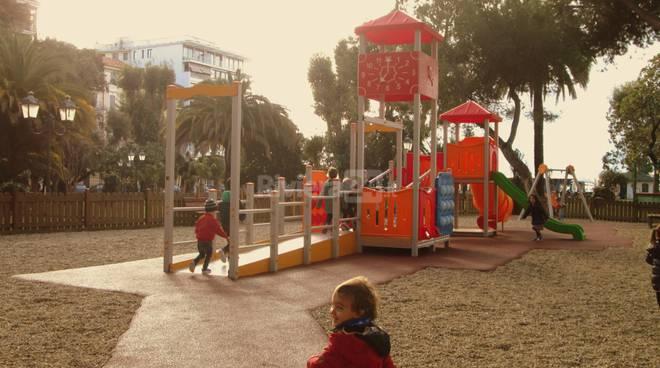 Riviera24- Inaugurazione area giochi giardini Reggio
