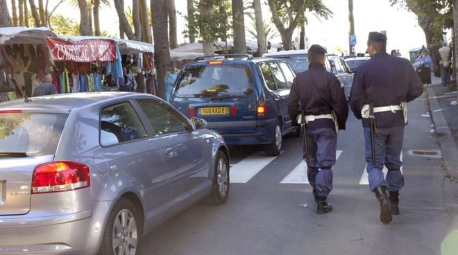 riviera24 - Mercato settimanale Ventimiglia polizia