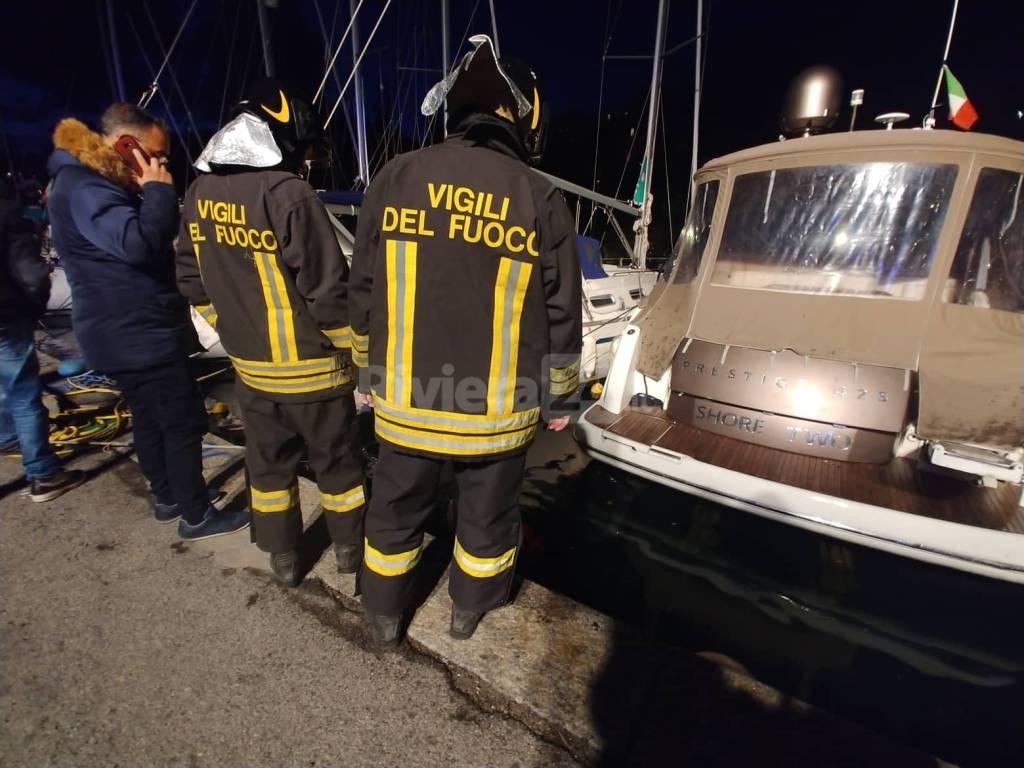 riviera24 - Auto in mare al porto di Bordighera