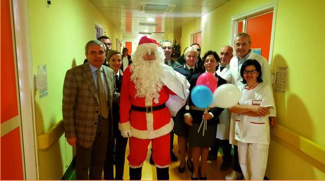 riviera24 - Babbo Natale in pediatria