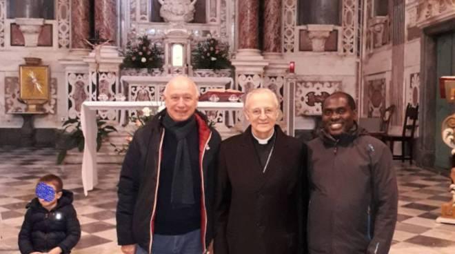 riviera24 -  Giovanni Boitano, monsignor Alberto Maria Careggio e don Gabriel Biziyaremye