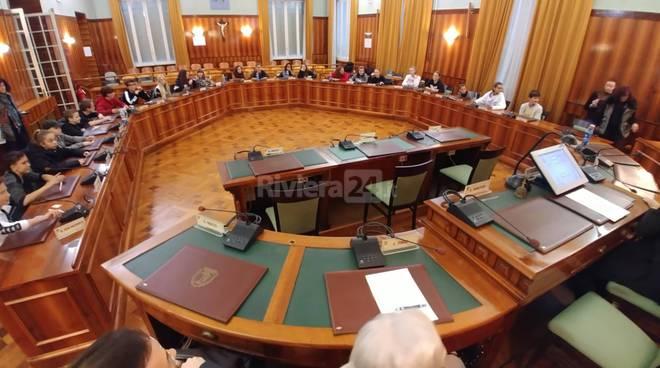 Riviera24- Gli studenti delle medie incontrano il consiglio comunale di Sanremo