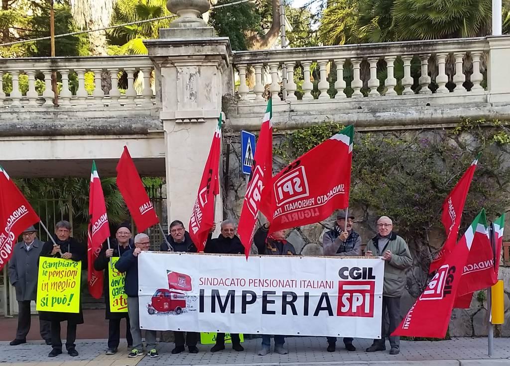 Riviera24- manifestazione pensionati