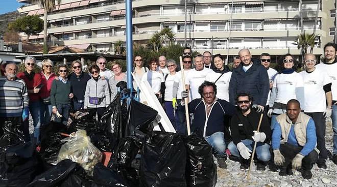 Riviera24- pulizia spiagge