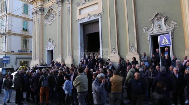 Sanremo, una folla commossa ha dato l'ultimo saluto all'ex assessore Giorgio Silvano