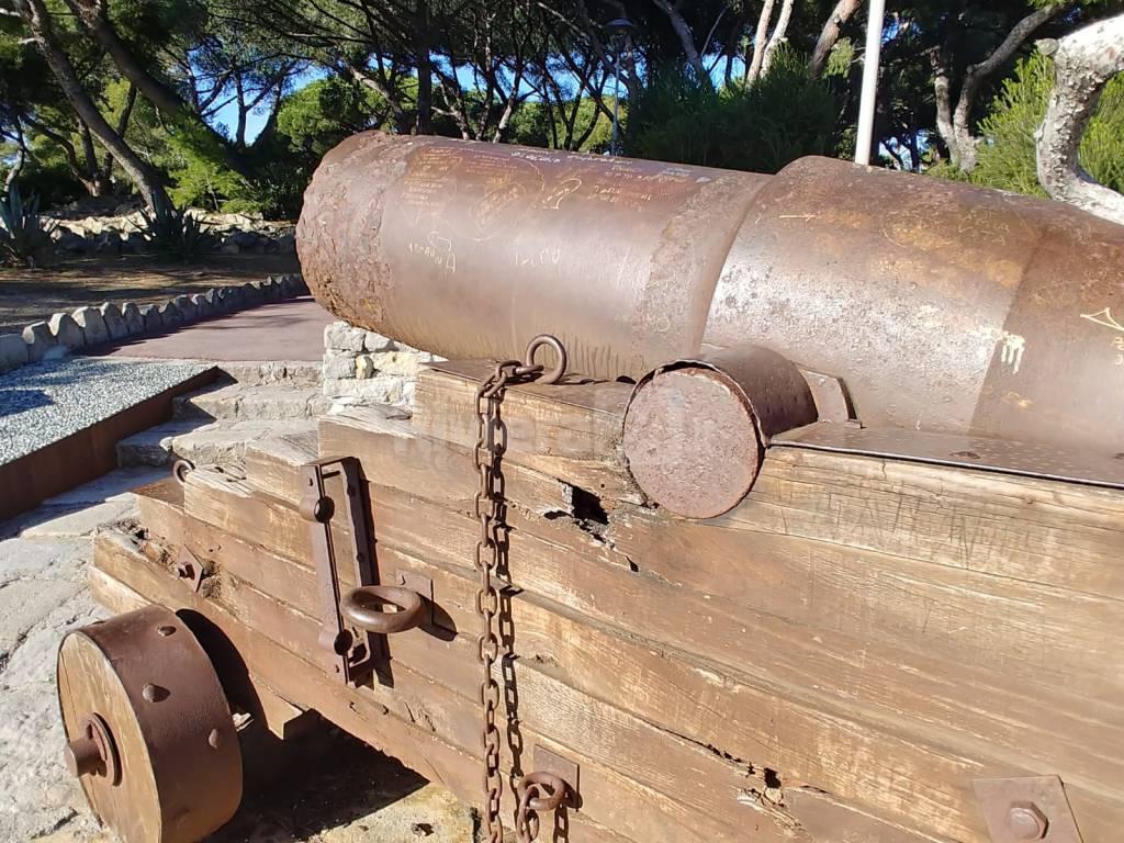Cannone danneggiato Bordighera