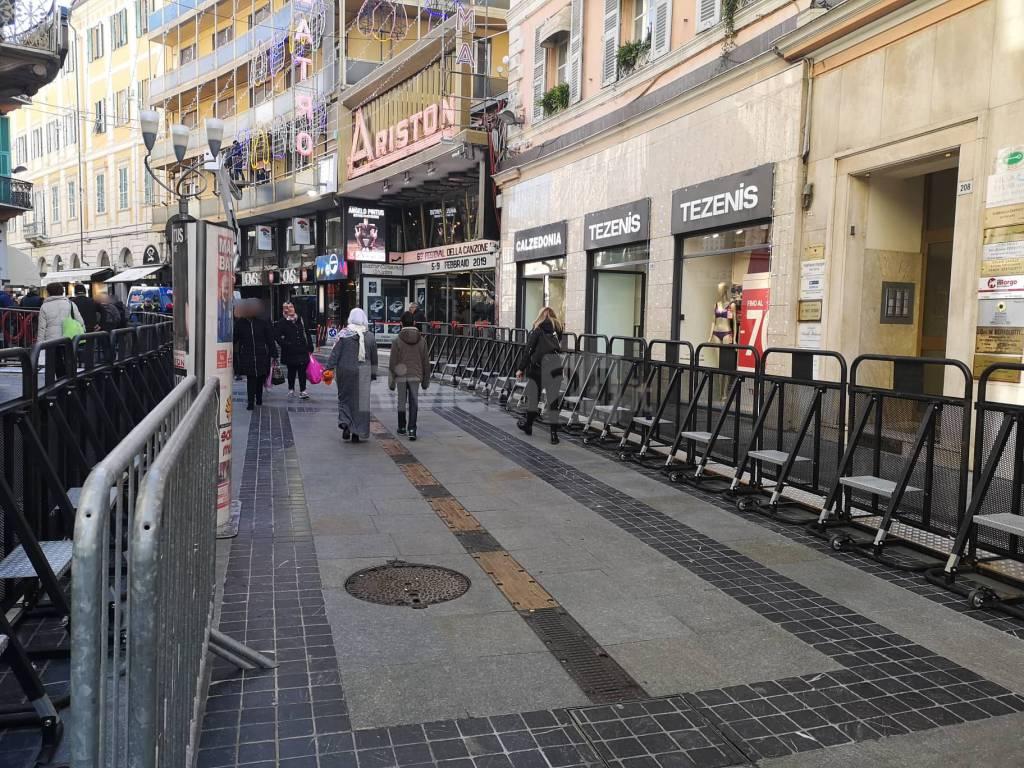 Riviera24 - Sanremo, metal detector e barriere antipanico