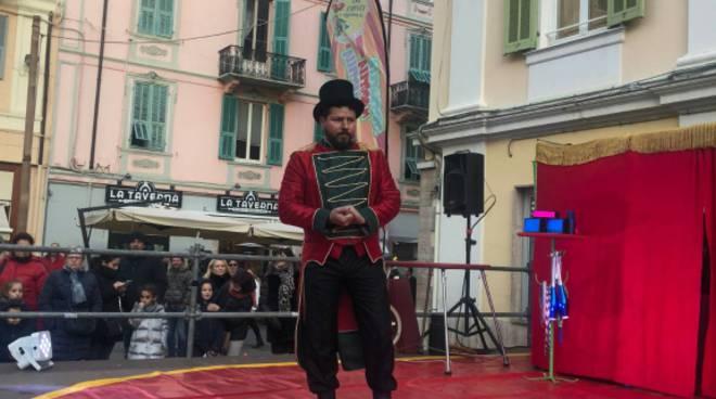 riviera24 - Spettacolo con il fuoco a Sanremo