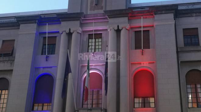 riviera24 - Palazzo comunale di Imperia e bandiera francese