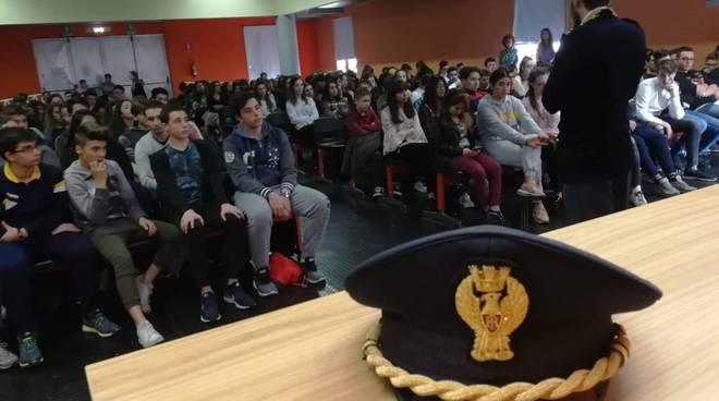 incontro polizia studenti