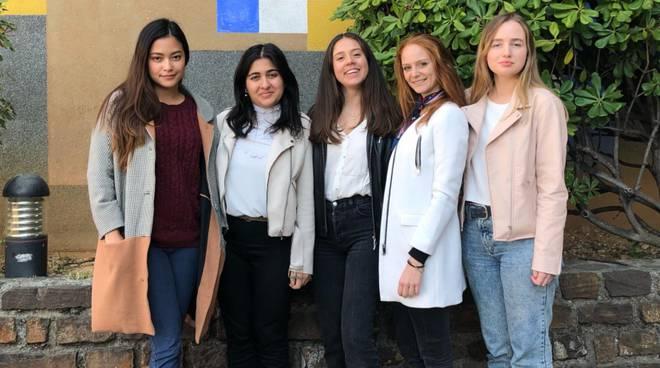 riviera24 - Eva Alberti, Giulia Castagni, Nikol Khyuppenen, Federica Leporace e Anyanee Visethjit