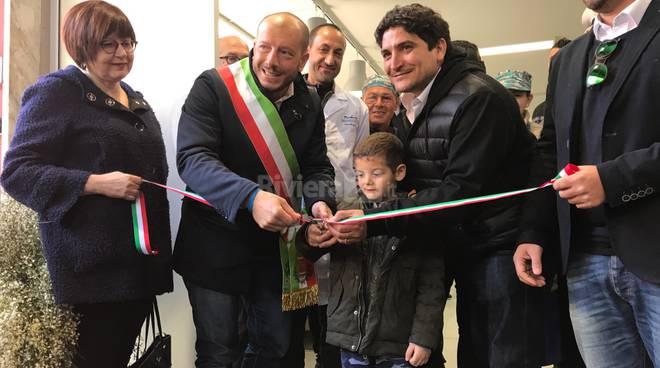 Ventimiglia, taglio del nastro alla nuova pescheria comunale con lo chef stellato Mauro Colagreco (fotogallery)
