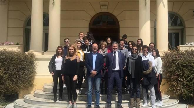 Riviera24- studenti visitano Provincia