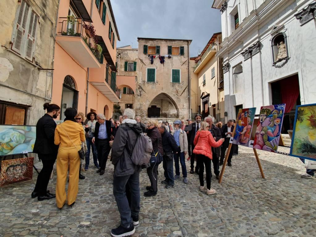 """riviera24 - Taggia, Sgarbi Il tocco dell'arte"""""""