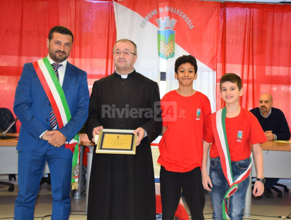 Vallecrosia consegna cittadinanza onoraria don Umberto Collecchia