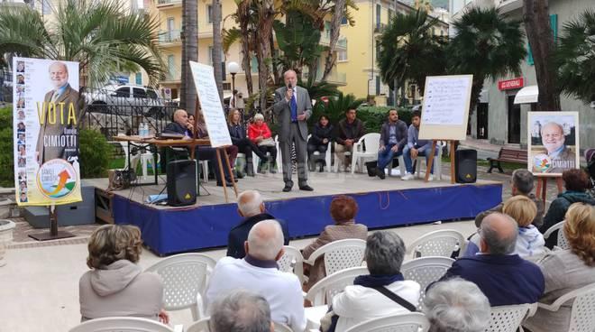 Il comizio di Rilancio e Sviluppo in piazza IV novembre
