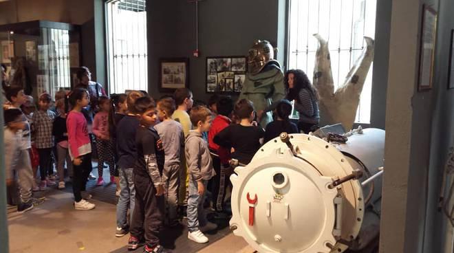 Riviera24- classi scuola Volta al museo navale