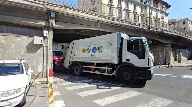 camion amaie energia rumenta spazzatura sanremo