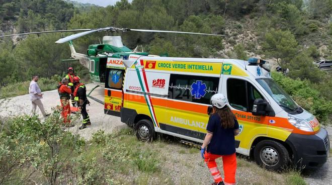 Il trasporto del ferito da parte della Croce Verde Intemelia