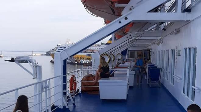 nave bloccata corsica