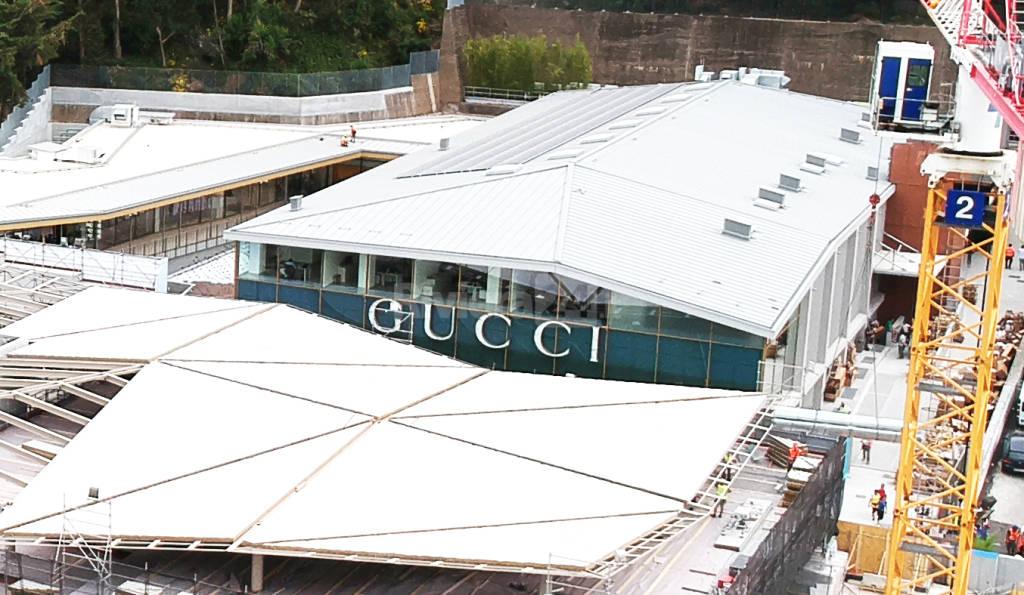 riviera24- the mall cantiere inaugarazione negozio Gucci