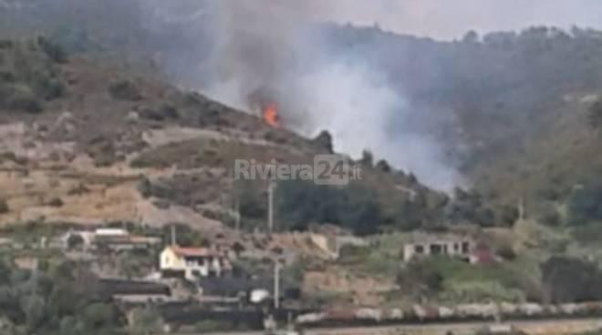 riviera24 - incendio montenero