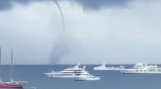 riviera24 - tromba marina di fronte ad Antibes