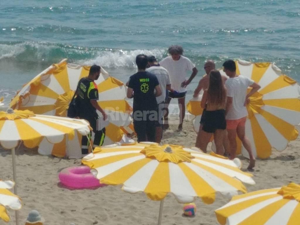donna morta spiaggia sanremo