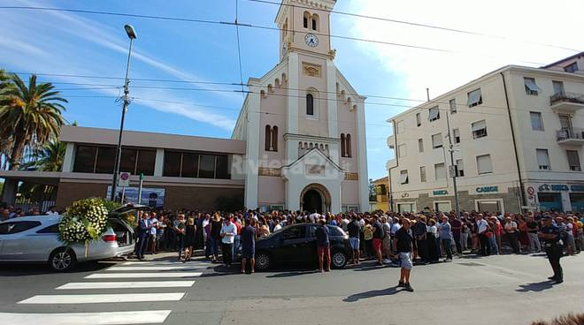 I funerali di Enrico Creta a San Martino