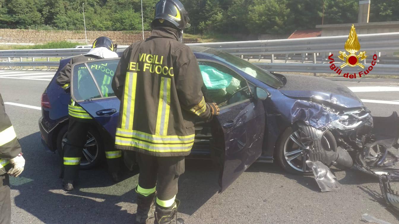 incidente autostrada vigili del fuoco