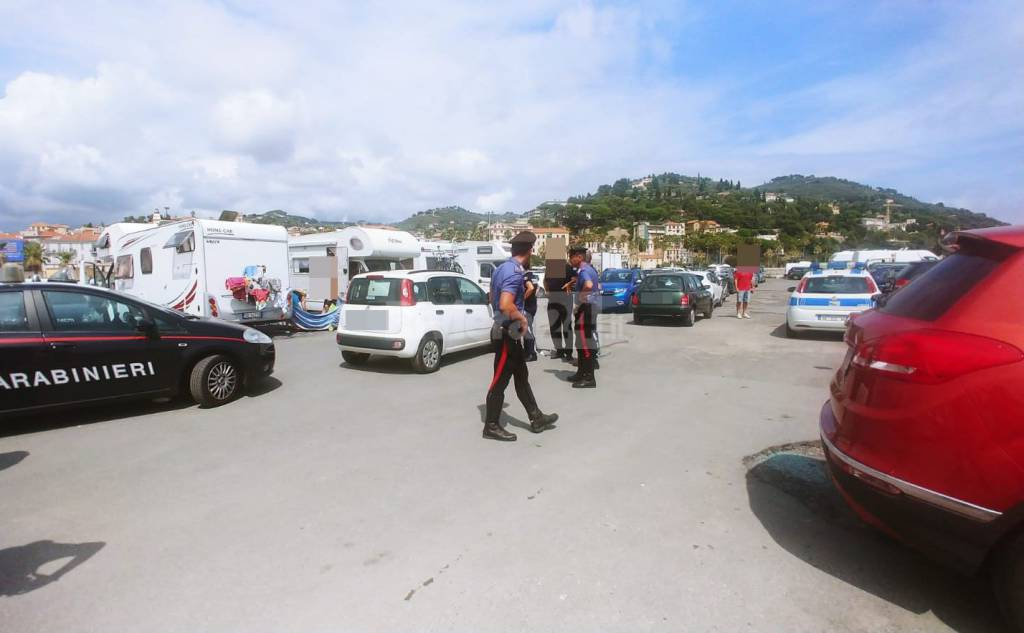 riviera24 - Blitz di carabinieri
