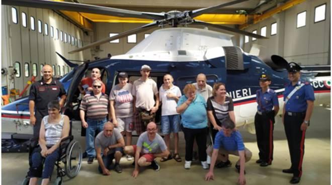 riviera24 - carabinieri elicottero disabili