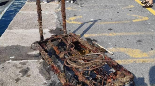 Riviera24- pulizia porto imperia