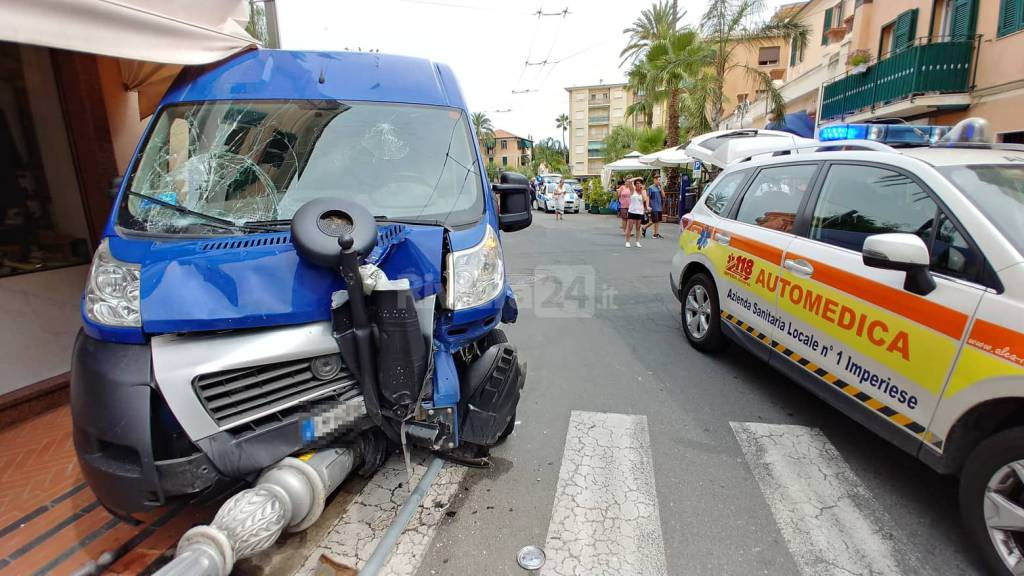 Riviera24 - soccorsi 118 incidente investimento bordighera