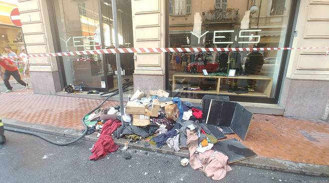 riviera24 -  Ventimiglia l'incendio  boutique yes