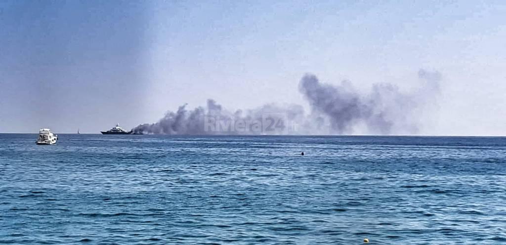 Sanremo, allarme per fumo da uno yacht al largo dei Tre Ponti